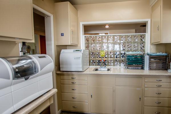 rachelle-t-flores-dmd-sterilization-room-photo